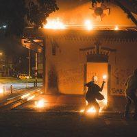[Colômbia] Manifestantes atearam fogo em delegacia de polícia de Medellín em resposta a estupro policial