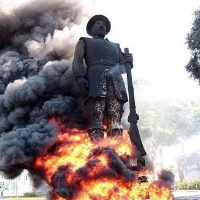 [São Paulo-SP] Manifestantes incendeiam estátua de Borba Gato