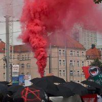 [Alemanha] Antifascismo combativo nas ruas de Leipzig: Manifestantes atacam delegacia de polícia