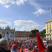 [Itália] 200 mil vão às ruas de Roma contra a extrema direita